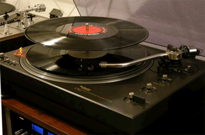 turntable changer with stack